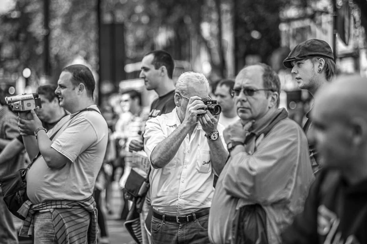 Workshop Thumb Street About Crowd Shots By Brett Leica Photographer
